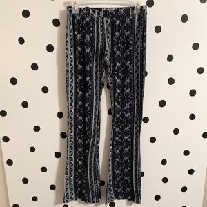 🔥30%OFF🔥Mossimo blue pattern flare pants size s